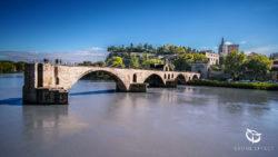 Photo par drone du Pont d'Avignon dans le Vaucluse